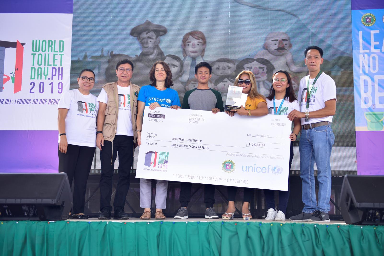 UNICEF presents award to Demetrio Celestino III